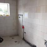Hauswirtschaftsraum mit Anschlüssen für Waschmaschine und Trockner