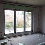 Eines der beiden großen Fenster im Wohnzimmer