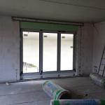 Auch das zweite Fenster wird später mit Raffstoren verdunkelt werden können